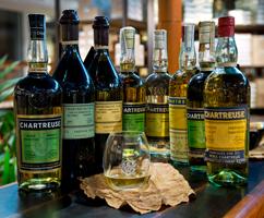 soir-e-d-gustation-de-chartreuses-et-tarragone-reine-des-liqueurs-depuis-1605-2-jpg